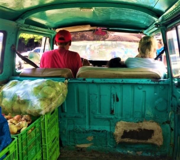Volunteers distributing food through Eat United Nicaragua